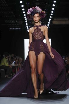 New York Fashion: Dress For Success With These Great Fashion Tips Couture Fashion, Fashion Show, Fashion Tips, Women's Fashion, Fashion Styles, Runway Fashion, High Fashion, New York Fashion Week 2017, Color Borgoña