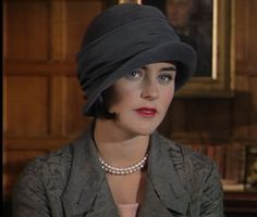 """""""Louise MacDonald made this hat for House of Elliot, a terrific English tv series that is a must if you like fashion, women's issues, hats! British Costume, Beautiful Costumes, Flapper Style, Love Hat, Vintage Theme, Period Costumes, Art Deco Wedding, Wedding Hats, Retro"""