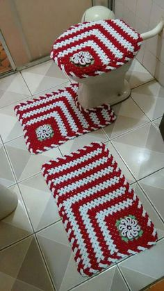 I would think this would get gross. Crochet Home, Diy Crochet, Crochet Crafts, Crochet Doilies, Crochet Projects, Crochet Bedspread Pattern, Granny Square Crochet Pattern, Crochet Squares, Crochet Patterns