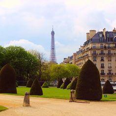 Quem falar que enjoou de ver Paris está mentindo. #paris #france #toureiffel #europa #eurotrip #turistando #ferias #viagem #viaje #viajar #trip #travel #patriciaviaja