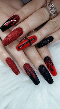Semi-permanent varnish, false nails, patches: which manicure to choose? - My Nails Fabulous Nails, Gorgeous Nails, Pretty Nails, Halloween Nail Designs, Halloween Nails, Halloween Coffin, Halloween Ideas, Punk Nails, Fail Nails