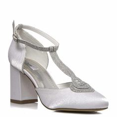 d0ef782949 37 adoráveis imagens de Designers de Sapato para Noivas