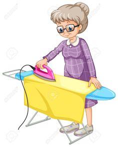 La anciana en la mañana adora planchar su ropa en la sala.