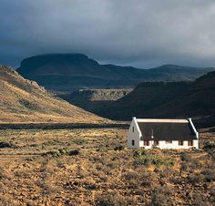If you're looking for peace, there are many farmhouses like these scattered across South Africa where you can find it. Mountain Zebra, Monument Valley, South Africa, Beautiful Places, Cabin, Vacation, Mountains, Park, House Styles