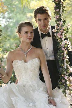 Still of Emily VanCamp and Joshua Bowman in Revenge (2011)