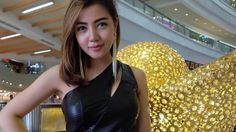 Bella Shofie Tampil Seksi di Atas Kapal, Netizen: Biarpun Kamu Janda Aku Masih Mau!