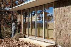 Japanese Students Create Brilliant Straw Home Heated by Compos...