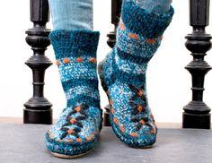 Описание вязания крючком тапочек-носков из журнала «Сабрина. Специальный выпуск» №8/2015
