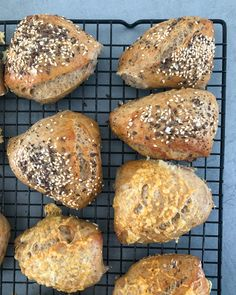 Sourdough Bread, Bagels, Hamburger, Food And Drink, Cooking Recipes, Baking, Breakfast, Recipes, Yeast Bread