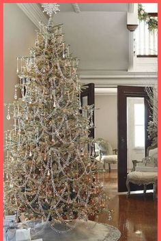 christmas tree hese ideas are worth trying this time on the Christmas. Your tree would garner more praises than the readymade ones. Share these amazing and quick Christmas tree ideas with others to make your Christmas tree best in the town. Christmas Tree Light Up, Creative Christmas Trees, Beautiful Christmas Trees, Christmas Tree Themes, Christmas Table Decorations, Noel Christmas, Victorian Christmas Tree, Tree Decorations, Christmas Movies