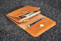 Wallet // Hand-stitched unisex wallet made of a quality vegetable tanned cow leather Camel