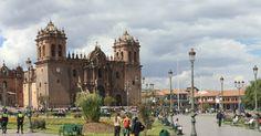 Nous sommes donc arrivés à Cuzco, le nombril du monde Inca!      Et une de plus : Plaza de Armas (cliquez dessus!)       Ruelle typique de...