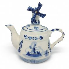 Tea Pot with Windmill Lid Delft Blue. Delft is still made in Holland. The better collector pieces are the old Delft. I love collecting it. Teapots Unique, Teapots And Cups, Himmelblau, Blue And White China, Tea Art, Porcelain Ceramics, Porcelain Dinnerware, China Dinnerware, Chocolate Pots