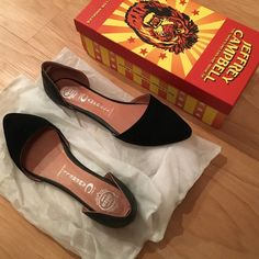Never worn Jeffrey Campbell black flats✨ Never worn Jeffrey Campbell black flats || great condition || comes with box || front toe is suade back ankle is leather || Love them but I never got use out of them so just looking for a home for these ✨✨ Jeffrey Campbell Shoes Flats & Loafers