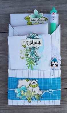 Le retour de la pochette surprise! de Cricri :  Loaded enveloppe 17-03-2018 Pocket Envelopes, Card Envelopes, Scrapbook Paper Flowers, Pochette Surprise, Tampon Scrapbooking, Snail Mail Pen Pals, Mail Gifts, Diy Envelope, Theme Noel