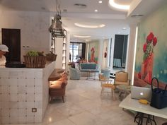 Bardin Bakery En pleno centro de Alicante, en el emblemático edificio Bardin, se encuentra esta elegante y distinguida pastelería, panadería con cafetería. Diseño y creatividad son los elementos esenciales de este fantasioso proyecto,
