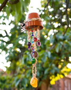 DIY Anleitungen / Tutorials Upcycling - handicrafts with jewelry remains - wind chimes for the garde Make Wind Chimes, Home Grown Vegetables, Lounge Design, Unique Home Decor, Pin Collection, Handicraft, Garden Art, Mini, Diy And Crafts