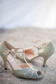 green wedding shoes @weddingchicks