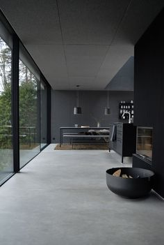 A weekend at the Vipp Shelter Interior House Design Shelter Vipp Weekend Concrete Interiors, Dark Interiors, Black Interior Design, Modern Interior, Modern Furniture, Furniture Design, Beton Design, Concrete Floors, Concrete Houses