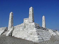 Mohyla na Bradle je pietnym miestom, kde je pochovaný Milan Rastislav Štefánik – jeden z najvýznamnejších slovákov a spoluzakladateľ prvého samostatného Československého štátu. Mohyla je súčasne symbolom samostatnosti a slobody nášho národa a pamätník významnej historickej udalosti, kedy sa Slováci zaradili medzi slobodné národy sveta. Mohyla na Bradle bola postavená v rokoch 1927-28. Jej tvorcom je architekt Dušan Jurkovič a pamätník je 65,5 m široký a 95,5 m dlhý. Je postavený z… Central Europe, Bratislava, Burj Khalifa, Czech Republic, Homeland, Hungary, Statue Of Liberty, Milan, Castle