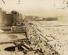 Atlantic City Boardwalk during the 1950s to 1960s. Love this time period.