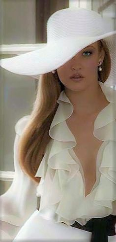 Off to the horse races! Races Fashion, Fashion Show, Horse Racing Dresses, Breeders Cup Classic, Nice Dresses, Marie, Glamour, Horses, Lady