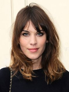 Alexa Chung again. Guess I'm just obsessed with her hairdo. Long Hair With Bangs, Haircuts With Bangs, Fringe Hairstyles, Cool Hairstyles, Hair Inspo, Hair Inspiration, Brown Blonde Hair, Hair Highlights, Hair Makeup