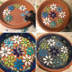 Mosaic Birdbath, Mosaic Garden Art, Mosaic Tile Art, Mosaic Crafts, Mosaic Glass, Diy Art Projects, Mosaic Projects, Broken China Crafts, Gaudi Mosaic