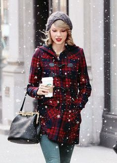 Tay drinking anything from Starbucks and seeing her in a cozy mood gives me warm fuzzy