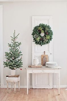Romantic French Country and French farmhouse Christmas decor inspiration from a beautiful shabby chic room by Dreamywhites decorated for the holidays. Merry Little Christmas, Noel Christmas, Country Christmas, Simple Christmas, White Christmas, Vintage Christmas, Christmas Vignette, Swedish Christmas, Modern Christmas