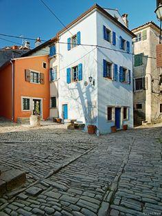 Grožnjan, Istria, Croatia. Photo: MountMan Croatia Tours, Croatia Travel, Istria Croatia, Hidden Garden, Split Croatia, Central And Eastern Europe, Adriatic Sea, Places Ive Been, Mirrors