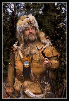 A man that makes his solitary living in wilderness of Canada or the northern US, most often as trapper or hunter. One of the most recognizable characters in Westerns, the Mountain Man is always presented as a large man, covered from head to toe … American Art, American History, American Clothing, Early American, Mountain Man Rendezvous, Ranger, Men Tv, Fur Trade, Tv Tropes