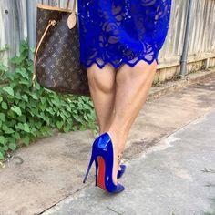 Jenny: blue pumps, toe cleavage, and great calves Sexy Legs And Heels, Hot Heels, Sexy High Heels, High Heels Stilettos, High Heel Boots, Christian Louboutin, Louis Vuitton, Beautiful High Heels, Nylons Heels