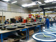 Usine Bodet - Fabrication des horloges modèle Profil TGV. http://www.bodet-time.com/horlogerie-industrielle/horloges-analogiques/profil-tgv.html
