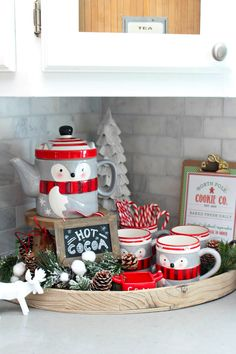 Christmas Kitchen Decorating Ideas. Cute hot chocolate bar!