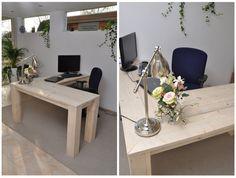 Hoekbureau 'Rob' Gemaakt van onbehandeld nieuw steigerhout. Dit bureau heeft een strakke, frisse uitstraling. Uiteraard is er ruim voldoende voor computers en andere kantoorbenodigdheden. Door de slim geplaatste hoekpoot, kun je je ruim en vrij bewegen met een bureaustoel. Maten: 1.80 x 1.50 x 0.60 Prijs: € 535,- Andere maten en opstellingen mogelijk - by Johnny Blue