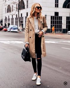 Fashion Jackson Capsule Wardrobe Wearing Everlane Trench Coat Grey Sweater Madewell Black Ripped Jeans Golden Goose Sneakers – Coat of arms Trench Coat Beige, Trench Coat Outfit, Trench Coat Style, Trent Coat, Mantel Outfit, Winter Coat Outfits, Fashion Jackson, Winter Mode, Pullover