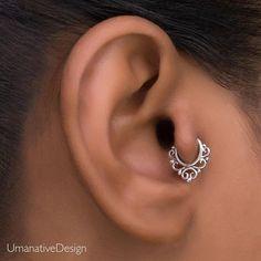 New piercing nose tiny tragus ideas Tragus Piercings, Percing Tragus, Tragus Piercing Jewelry, Cartilage Hoop, Peircings, Tragus Piercing Earrings, Tragus Stud, Helix Earrings, Cartilage Earrings