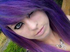 El emo odia la vida, pero su color de pelo es genial :D