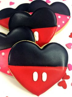mouse crafts These Mickey Mouse and Minnie mouse cookies are the perfect addition to Valentines day, hey lets face it these are great for everyday! I mean who doesnt LOVE Mickey! Minnie Mouse Cookies, Disney Cookies, Mickey Sugar Cookies, Owl Cookies, Mickey Mouse Wedding, Mickey Mouse Birthday, Mickey Mouse Crafts, Elmo Birthday, Dinosaur Birthday