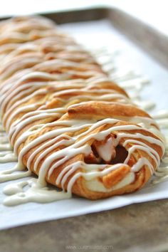 Half cream cheese and glaze. -jg Use crescent roll dough to make a fast and delicious apple cinnamon cream cheese danish! It's seriously so simple to throw together and tastes amazing fresh out of the oven! Brunch Recipes, Breakfast Recipes, Dessert Recipes, Trifle Desserts, Pastry Recipes, Baking Recipes, Danish Recipes, Chef Recipes, Apple Recipes