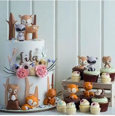 Woodland cake and cupcakes