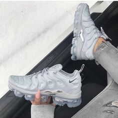 buy online 43e69 10a5d NIKE AIR VAPORMAX PLUS WOLF GREY SILVER RUNNING 924453 005 Zapatillas  Sneakers, Zapatillas Nike,