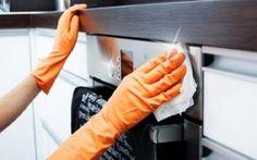 Come pulire il forno in modo naturale con bicarbonato, sale e limone