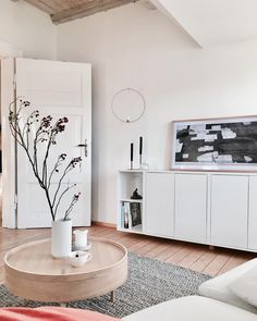 An Ikea kids' space continues to amaze the little ones, since they're offered far more than simply youngsters' Ikea Living Room, Small Living Rooms, Living Room Designs, Living Spaces, Scandinavian Interior Living Room, Living Room Interior, Ikea Eket, Classic Home Decor, Retro