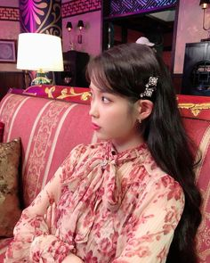 Image may contain: one or more people and indoor Iu Fashion, Korean Fashion, Korean Girl, Asian Girl, Iu Twitter, Grunge Hair, Kpop Girls, Hair Beauty, Flower Girl Dresses