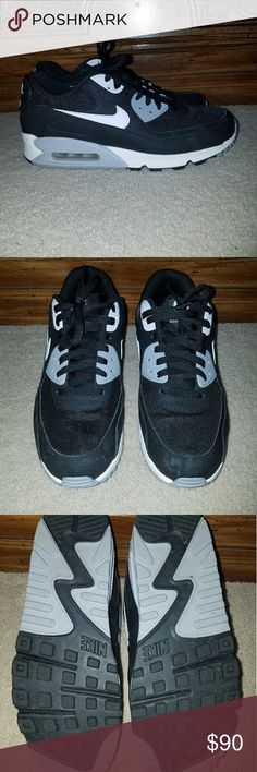 Classic black and white Nike Air Maxs Classic colors of black white and gray perfect for A comfy casual look! They're pretty much new only worn once maybe twice... Nike Shoes Sneakers