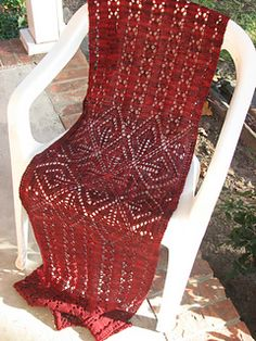 I love this stole. The eye catching center and panels, perfect. Will be a knit I make I do believe. Free Pattern by Kay Meadors