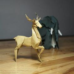 44 New Curved Origami Sculptures Using A Wet-Folding Technique By Hoang Tien Quyet Origami And Kirigami, Origami Paper Art, Oragami, Paper Crafts, Akira, Folklore Japonais, Star Wars Origami, Sculpture Art, Sculptures