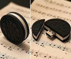 Oreo Cookie USB drive is one tasty looking treat you won't ever want to dunk into a glass of milk – unless you wish to lose all your data. Disguised as a delicious cookie, you crack it down the middle to reveal the concealed USB port. Usb Drive, Usb Flash Drive, Objet Wtf, Choses Cool, Usb Hub, Accessoires Iphone, Cute School Supplies, Cool Inventions, Coque Iphone